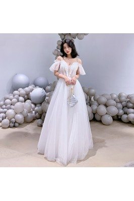 Elegant Long White Tulle...
