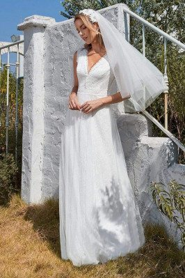 Simple V Neck Outdoor Tulle...