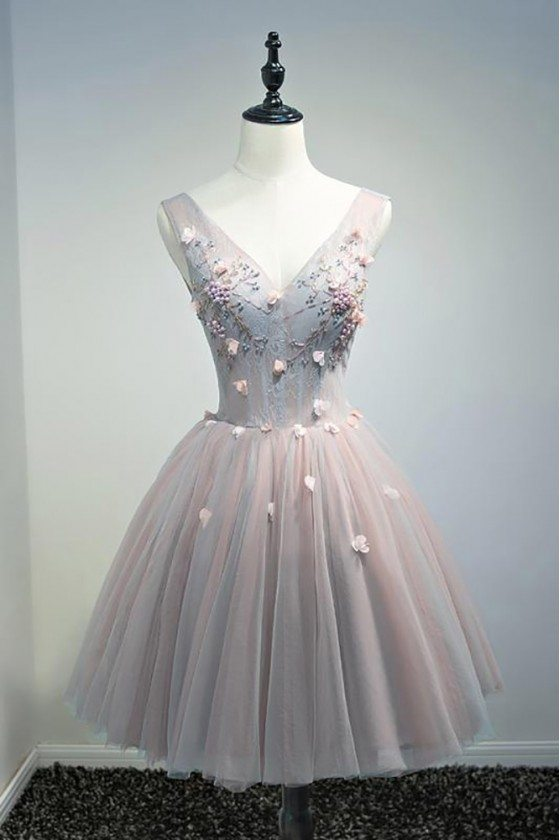Unique Vintage Short Tulle Homecoming Prom Dress V-neck With Flowers