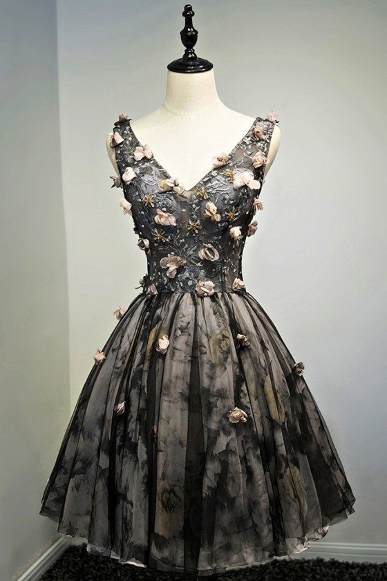 Vintage Black V-neck Short Prom Dress With Petals Sleeveless