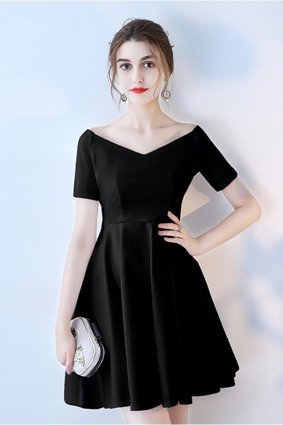 Short Black V-neck Homecoming Dress with Short Sleeves