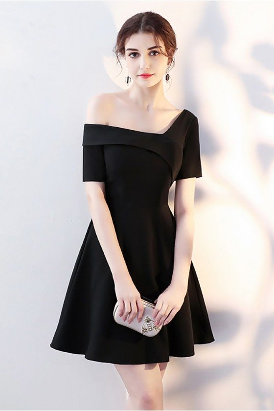 Chic Little Black Short Homecoming Dress with Sleeves